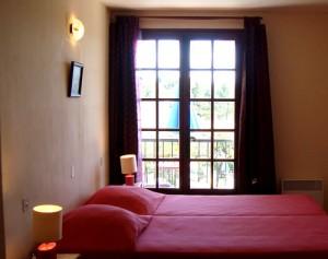 image chambre avec 2 lits simple